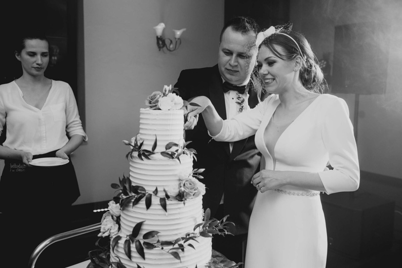 tort weselny, ślubne momenty